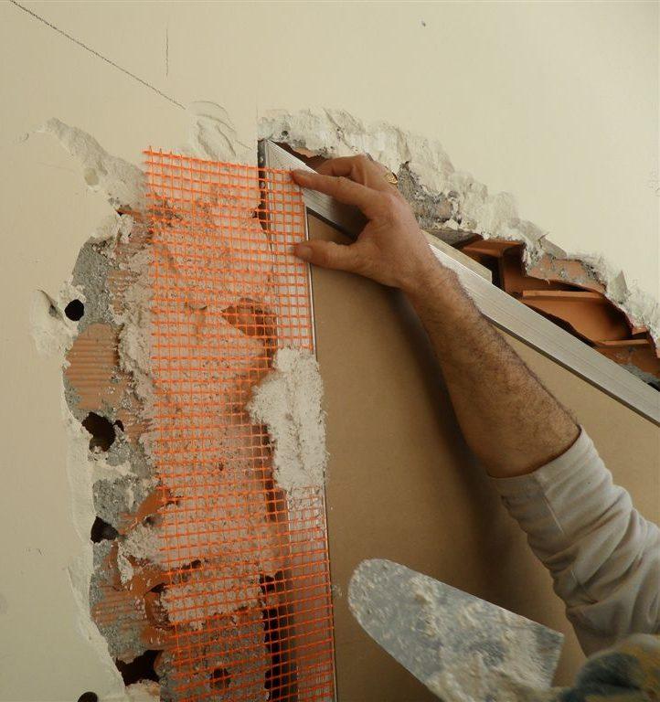Porta rasomuro con serratura invisibile filo muro sistemi for Porta filo muro grezza