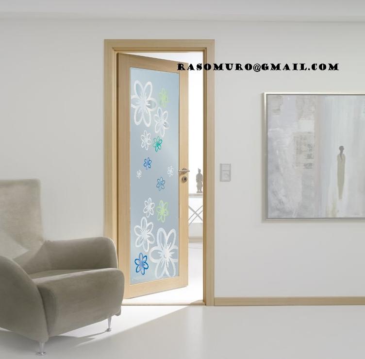 Porte interne Rovere con vetro sabbiato a disegno con maniglia